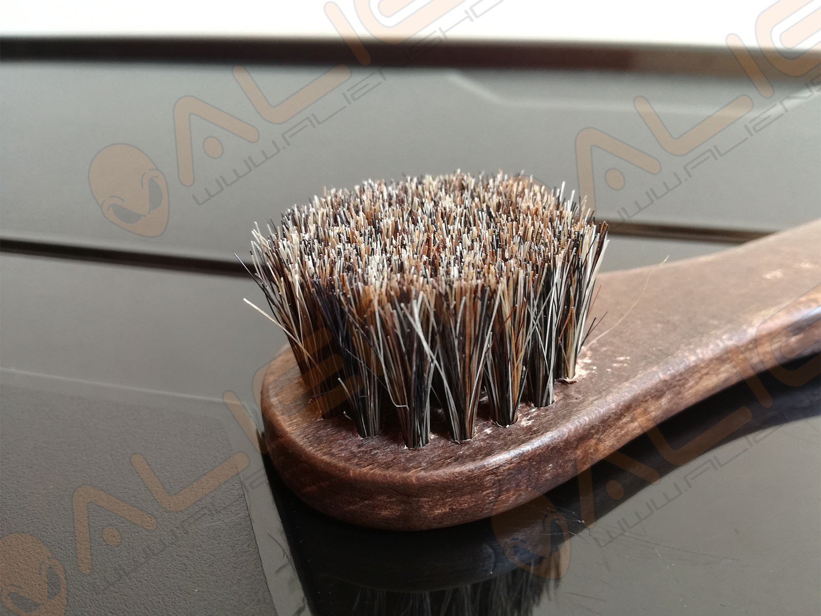 HORSEHAIR MINI BRUSH